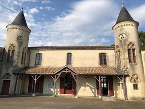 Оренда авто Крадиньян, Франція